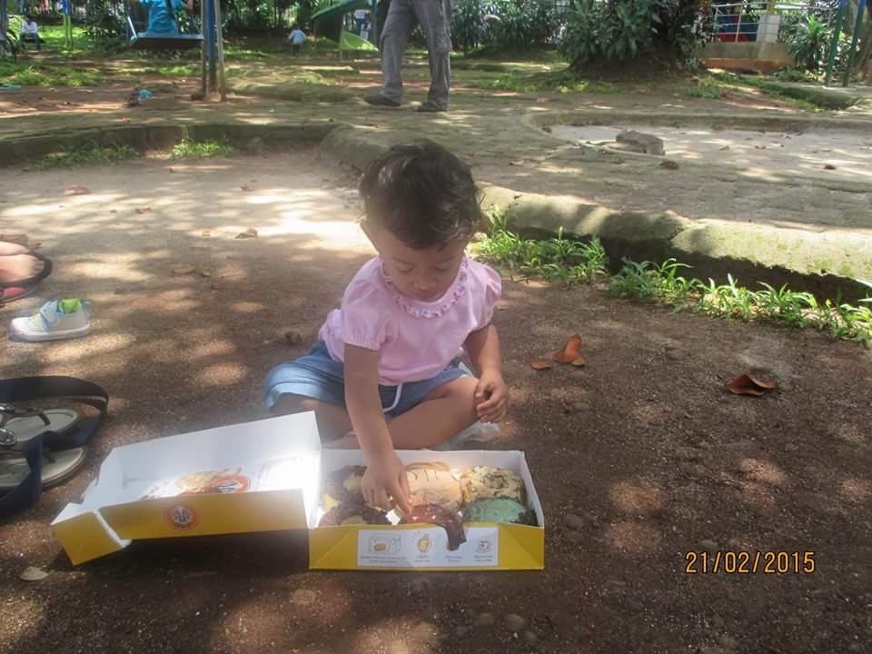 maem donut di Ragunan Zoo