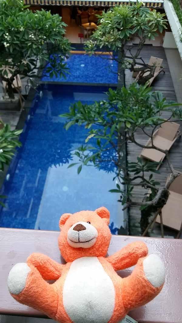 Kolam renang Swiss Bell Inn Seminyak Bali