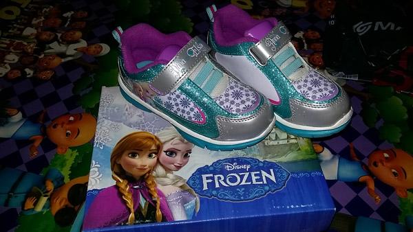 sepatu frozen nyala